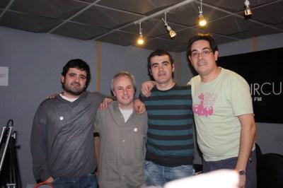 Con Rogelio y Gabi creadores de Buzos haciendo surf