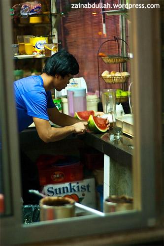 A hawker preparing mouthwatering fresh watermelon juice