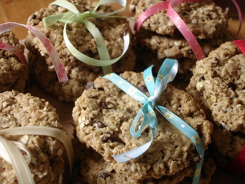 Vegan Oatmeal Chocolate Chip & Raisin Cookies