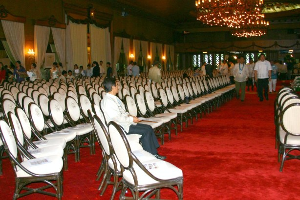 Chief of Staff Ernie Quisay wait it out at the Rizal Hall at the 2nd floor of the New Executive Building, an hour before PGMAs arrival for the Lupong Tagapamayapa Incentives Awards and Kalasag Awards.