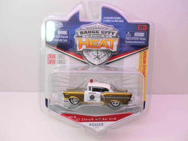 jada toys badge city heat wave 2 1957 chevy bel air (2)