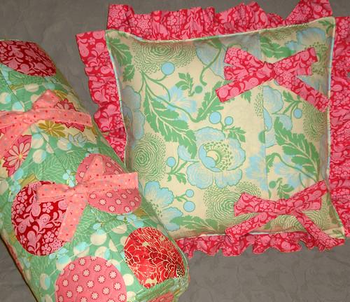2 dotty cushions - backs
