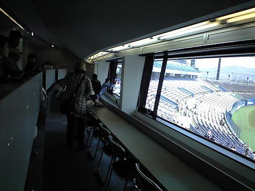 記者席のブロガー2@2009マンダリンパイレーツホーム開幕戦_ブロガー特別観戦ツアー_坊ちゃんスタジアム