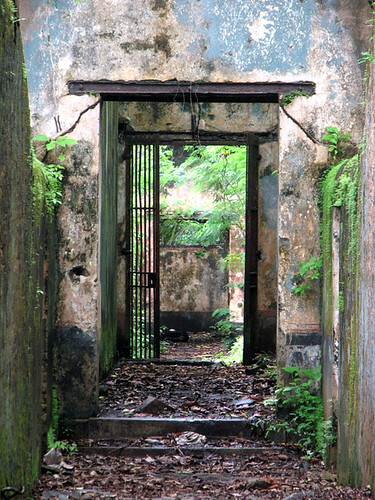 Celdas de confinamiento en la Ile Saint-Joseph - CC Nicholas Laughlin