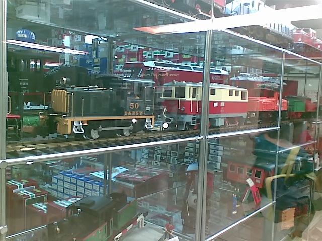 Samuel & Train Shop
