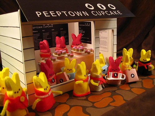 Peeptown Cupcake - A line Out the Door!