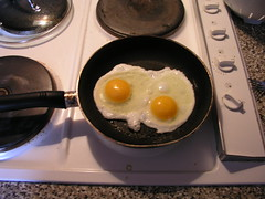 Frying eggs