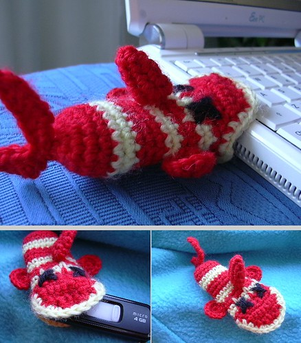 How cute is that?!  A fishie USB cozy!!  :D