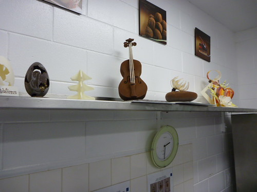 I don't play the violin but I sure would like that one… it's made entirely of CHOCOLATE!!!