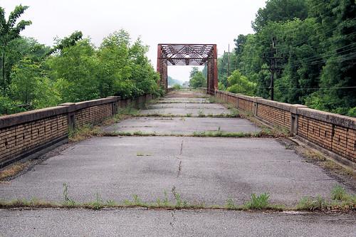 Abandoned US 50 bridge over Big Muddy River