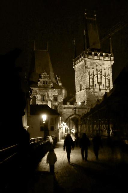 Shadows of Prague (le Pont Charles de nuit) - Photo : Gilderic