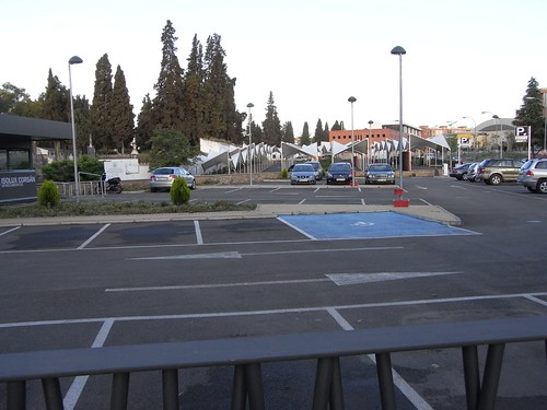 Parking del Casco Historico vacio en el Cementerio de la Salud