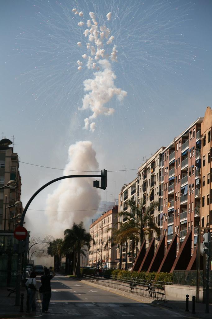 Explosions on Calle de Los Santos Justo y Pastor