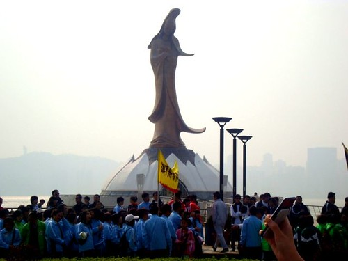 lady monument 1
