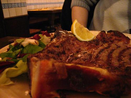 แล้วก็ต้องกินคู่กับ florentina style steak เนื้อดีงามจิงๆ กินไปมีความสุขไป คริๆๆ