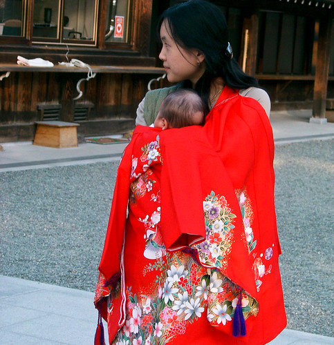 Hokkaido Jingu Shinto Shrine. Madre feliz.