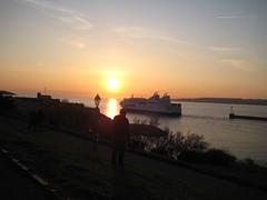 L'homme qui prennait des photos pendant le coucher du soleil