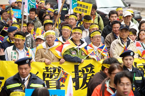 Thousands march at a rally to show support for a free Tibet in Taipei, Taiwan.  Some DPP politicians also joined in.