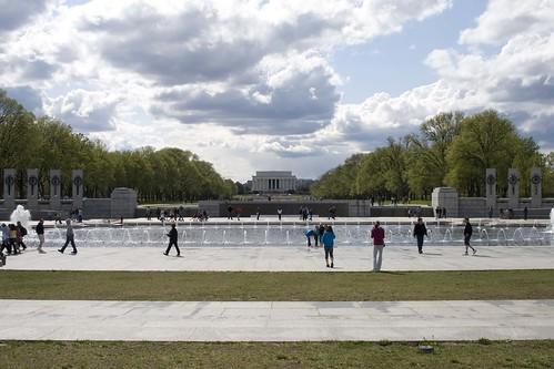 Utsikt til Lincoln Memorial fra WWII Memorial.