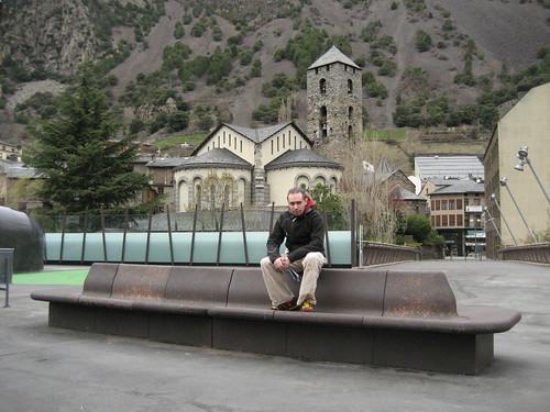 Días 1-2: Andorra (Andorra la Vella: zona comercial, Puente París, Parque Central, Casa Vall, Iglesia Sant Esteve, Capilla Sant Andreu, Creu Rossa, Santa Coloma con Iglesia Santa Coloma, Pont Margineda, etc).etc. Sant Julia de Loria: Naturlandia y tobotronc, etc. Escaldes: Caldea, etc).
