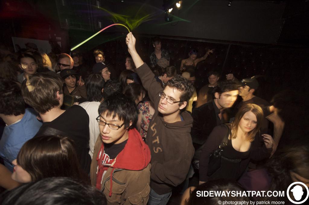 dlyf_042309_crowd-013