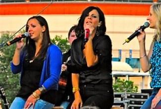 Sara Evans trio 2