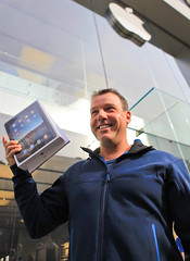 iPad Launch - First Canadian iPad Owner