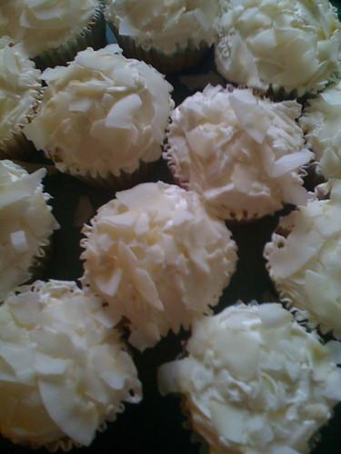 Coconut key lime vegan cupcakes