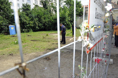 Betreten der Baustelle verboten! Dies ist die Situation, die verhindert werden wollte. Jetzt kann die WSK ErrichtungsGmbH durch Baufirmen Tatsachen schaffen lassen.