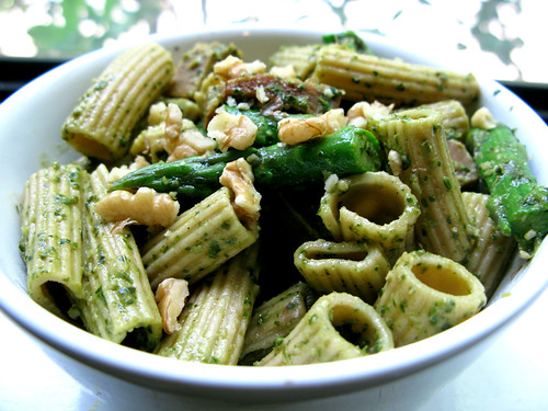 Whole Wheat Ziti with Pesto, Asparagus, and Seitan