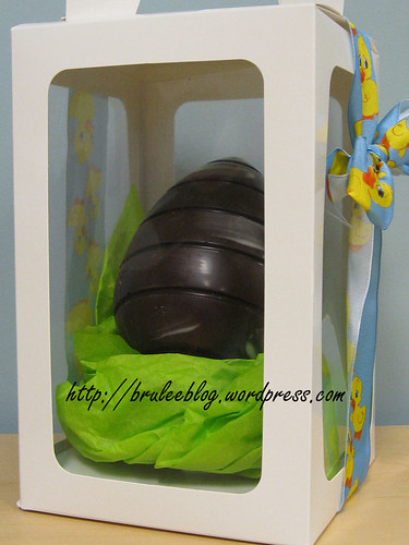 Dark chocolate Easter egg with cinnamon latte meltaways by Kerstins Chocolates