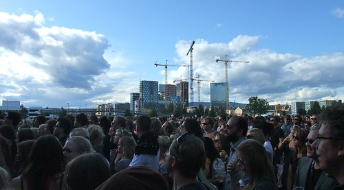 Skyline with audience