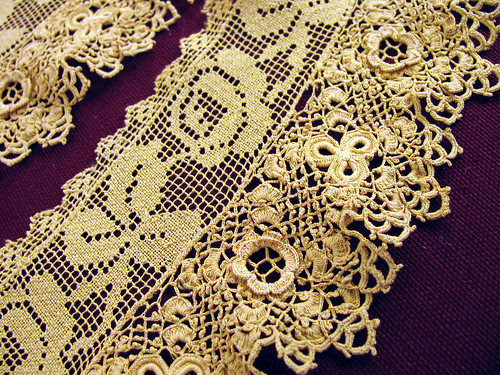 Old-Gold-Lace-CloseUp