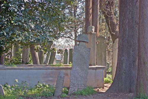 cemetery in Uzbeks Tekkias garden, Özbekler tekkesi bahçesindeki mezarlar,  Nakkaştepe Üsküdar, İstanbul, Pentax K10d