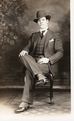 In this special photo Manolis Riginos is all dressed-up! Probably taken before his return to Greece from his immigrant years in the USA.
