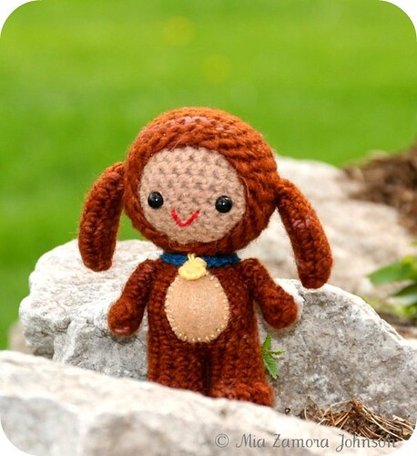 Amigurumi - you all know by now how much I love these, but how cute is this one?!?!  :D