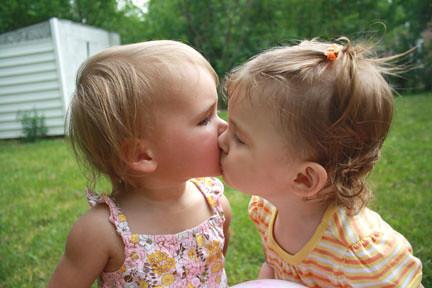 Sisarea & Skyler kissing