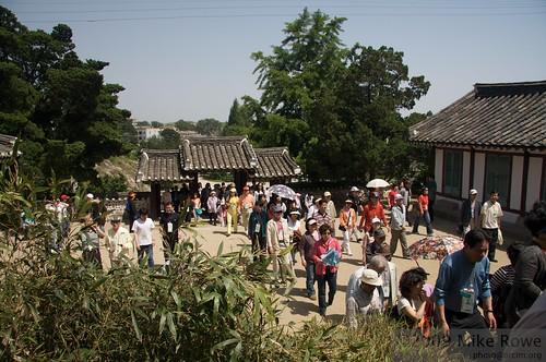 Sungyang Seowon crowds