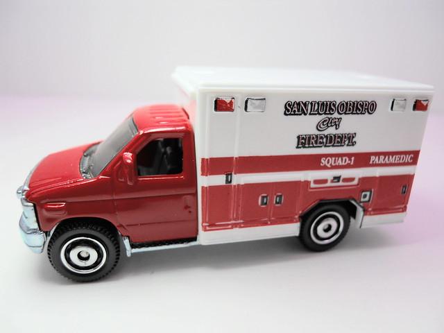 matchbox '08 ford e-350 ambulance (2)