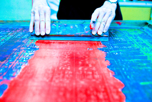 Applying color on the silk screen