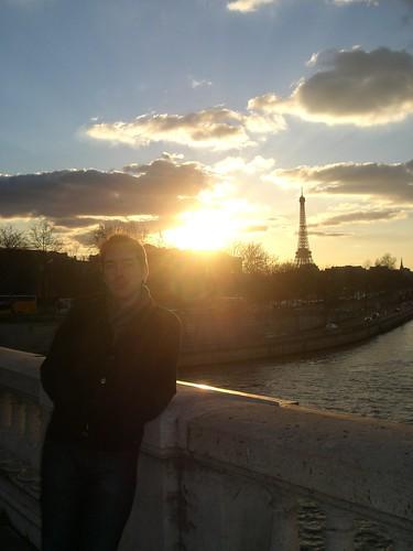The boy at sunset on le jour de Valentin :)