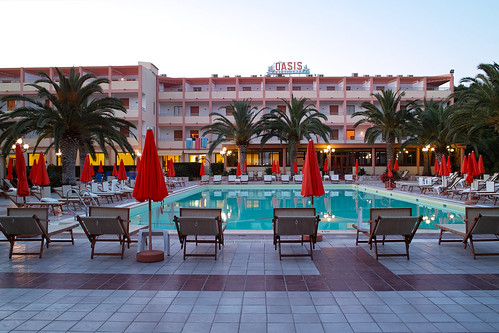 Vad vore ett semestinlägg utan en bild på hotellet och poolen?