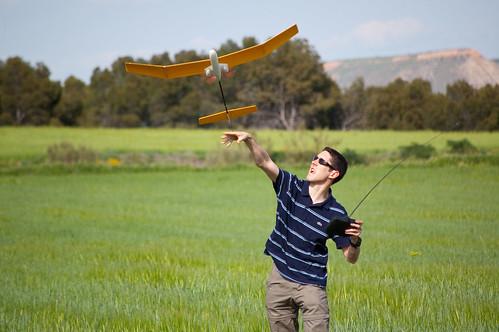 Volando aviones en las cercanías del cerro del viso
