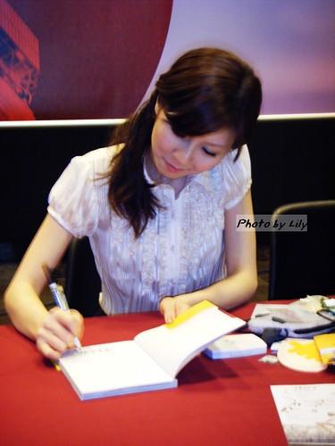 簽書中的中古小姐。