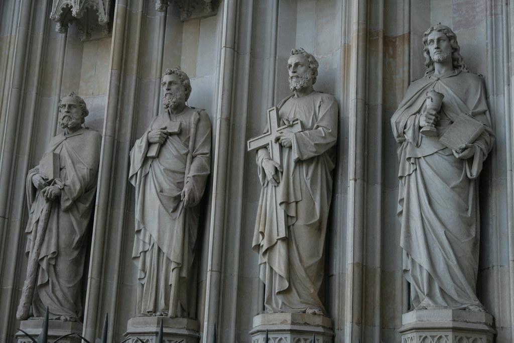Statues bien sages