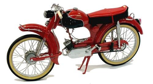 Schuco Victoria Avanti 1-011