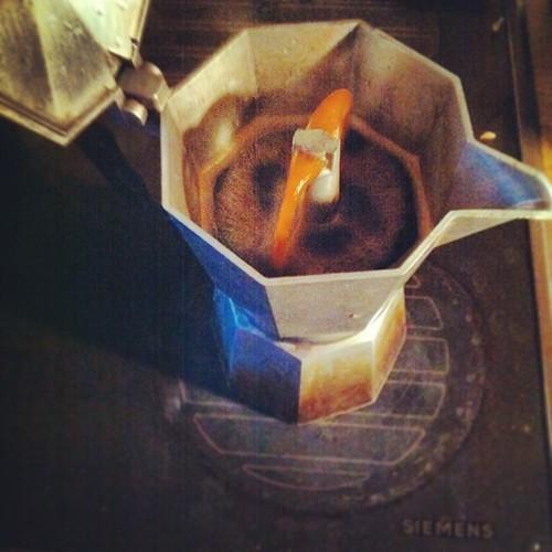 Ich mach dann schonma Kaffee für die #kleiner3line. Guten Morgen! <3