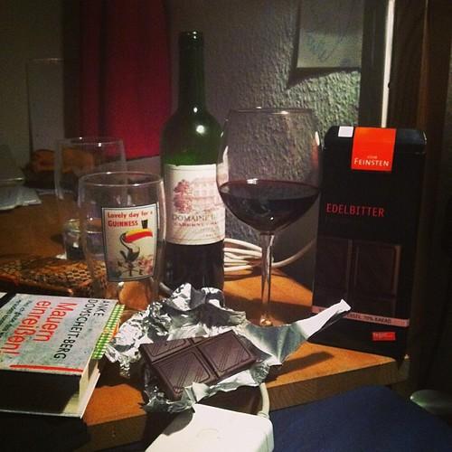 Guter Wein, gute Schokolade, gutes Buch, gute Nacht! #Mauerneinreißen