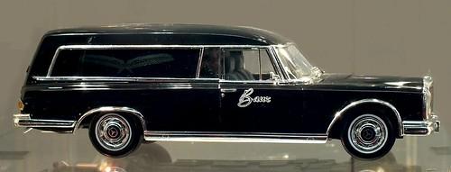 Schuco Mercedes 600 Baur funebre-001