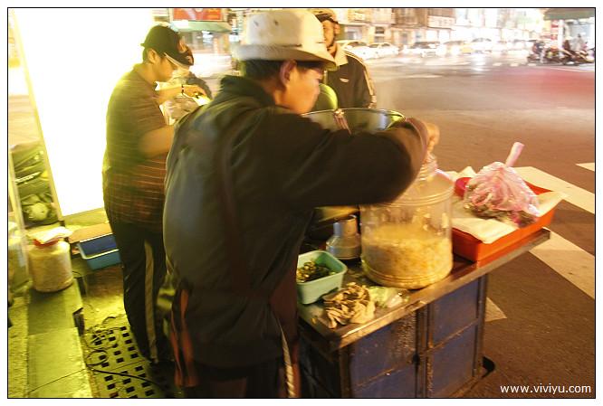 [台南.美食]莉莉水果店.孔廟週邊商圈&福來伯臭豆腐.站著吃也甘願 @VIVIYU小世界